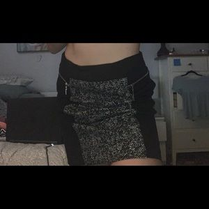Black skirt with a grain pattern.